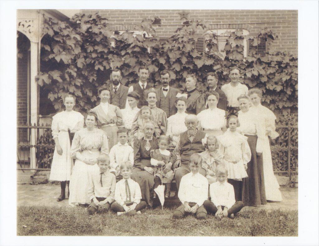 Anton and Clara Weiss 50th wedding anniversary group photo